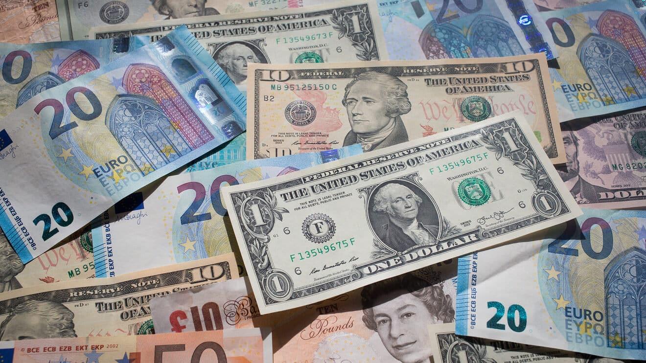 Asian Stocks Rise While Euro Struggles