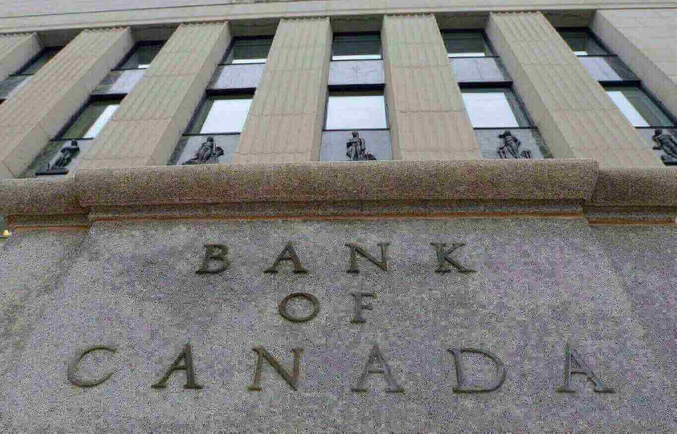Bank of Canada Cuts Economic Outlook Owing to Low Oil Prices